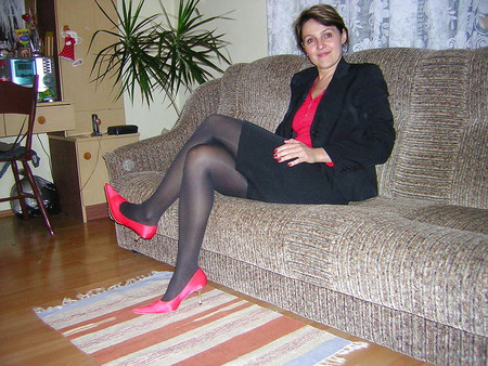 Sexy mature Milf posing in stockings